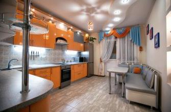 Натяжной потолок на кухне в оранжевых тонах