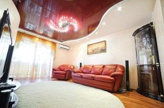 Двухуровневый натяжной потолок в зал, красно-белый